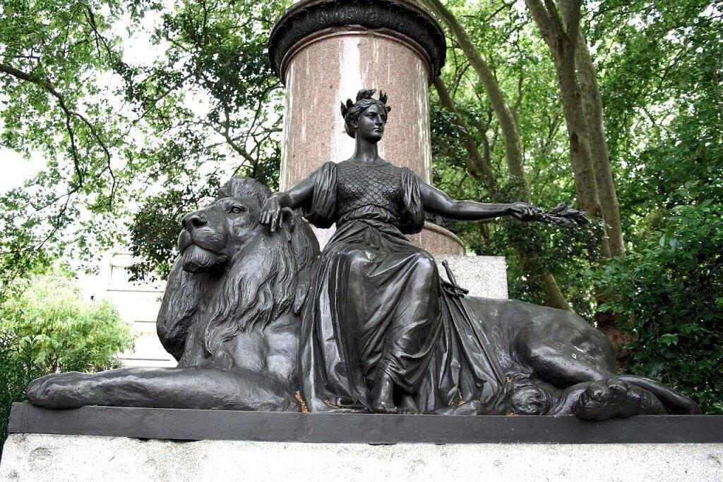 statue-357268_1280